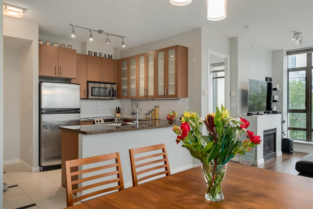 """Photo 7: Photos: 603 4250 DAWSON Street in Burnaby: Brentwood Park Condo for sale in """"OMA 2"""" (Burnaby North)  : MLS®# R2212990"""