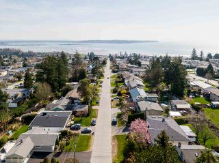 """Photo 39: 1283 PARKER Street: White Rock House for sale in """"EAST BEACH"""" (South Surrey White Rock)  : MLS®# R2562015"""