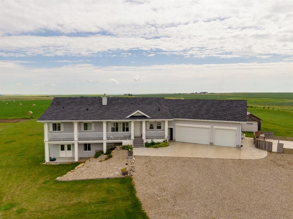 Main Photo: 320016 402 Avenue E: Rural Foothills County Detached for sale : MLS®# A1015448