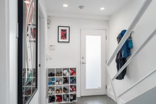 """Photo 4: 2 1650 W 1ST Avenue in Vancouver: False Creek Townhouse for sale in """"THE ELLIS FOSTER BUILDING"""" (Vancouver West)  : MLS®# R2062356"""