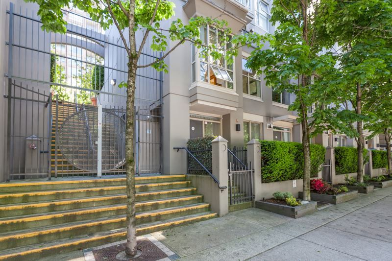 Main Photo: 979 Richards St in Vancouver: Downtown VW Townhouse for sale (Vancouver West)  : MLS®# R2180094
