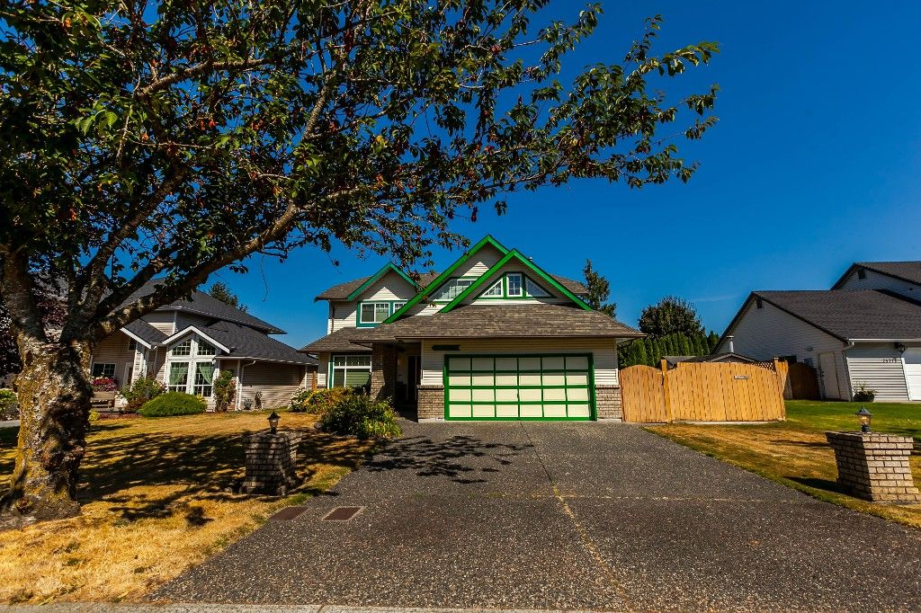 Photo 2: Photos: 21769 46 Avenue in Langley: Murrayville House for sale
