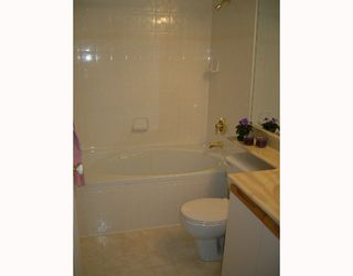 """Photo 6: 304 6820 RUMBLE Street in Burnaby: South Slope Condo for sale in """"GOVERNORS WALK"""" (Burnaby South)  : MLS®# V642206"""