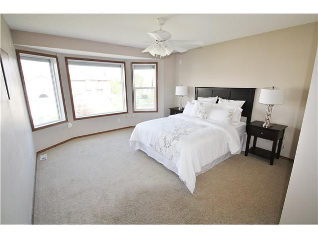 Photo 12: Photos: 73 VALLEY MEADOW Gardens NW in CALGARY: Valley Ridge Residential Detached Single Family for sale (Calgary)  : MLS®# C3584611