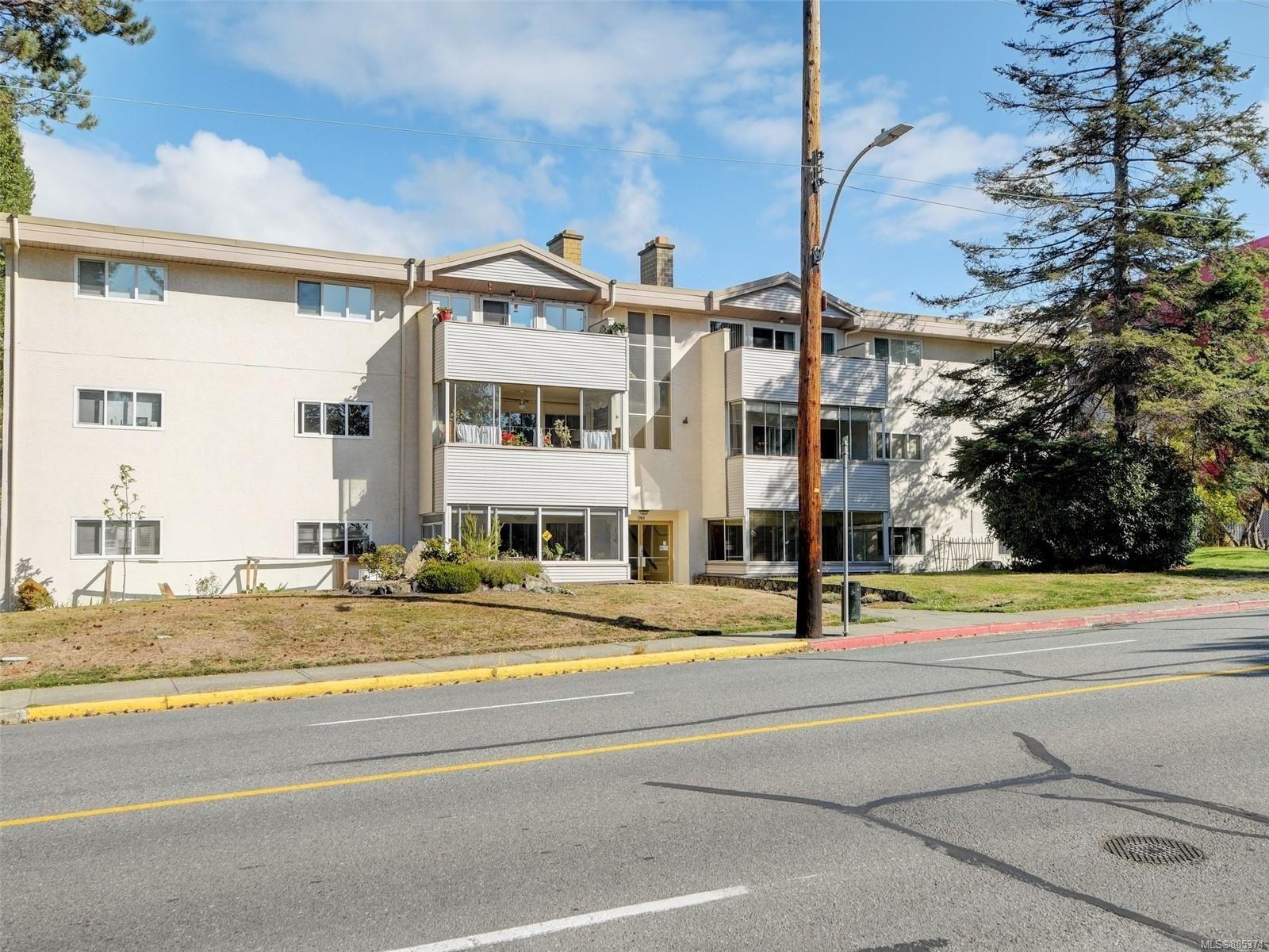 Main Photo: 204 1360 Esquimalt Rd in : Es Esquimalt Condo for sale (Esquimalt)  : MLS®# 885374