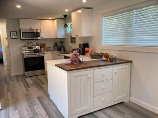 """Photo 13: 177 1413 SUNSHINE COAST Highway in Gibsons: Gibsons & Area Manufactured Home for sale in """"THE POPLARS"""" (Sunshine Coast)  : MLS®# R2604177"""