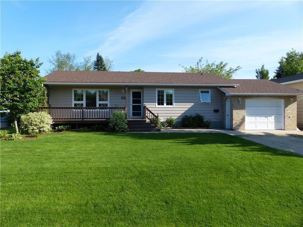 Main Photo: 320 Seneca St in Portage la Prairie: House for sale : MLS®# 202120615