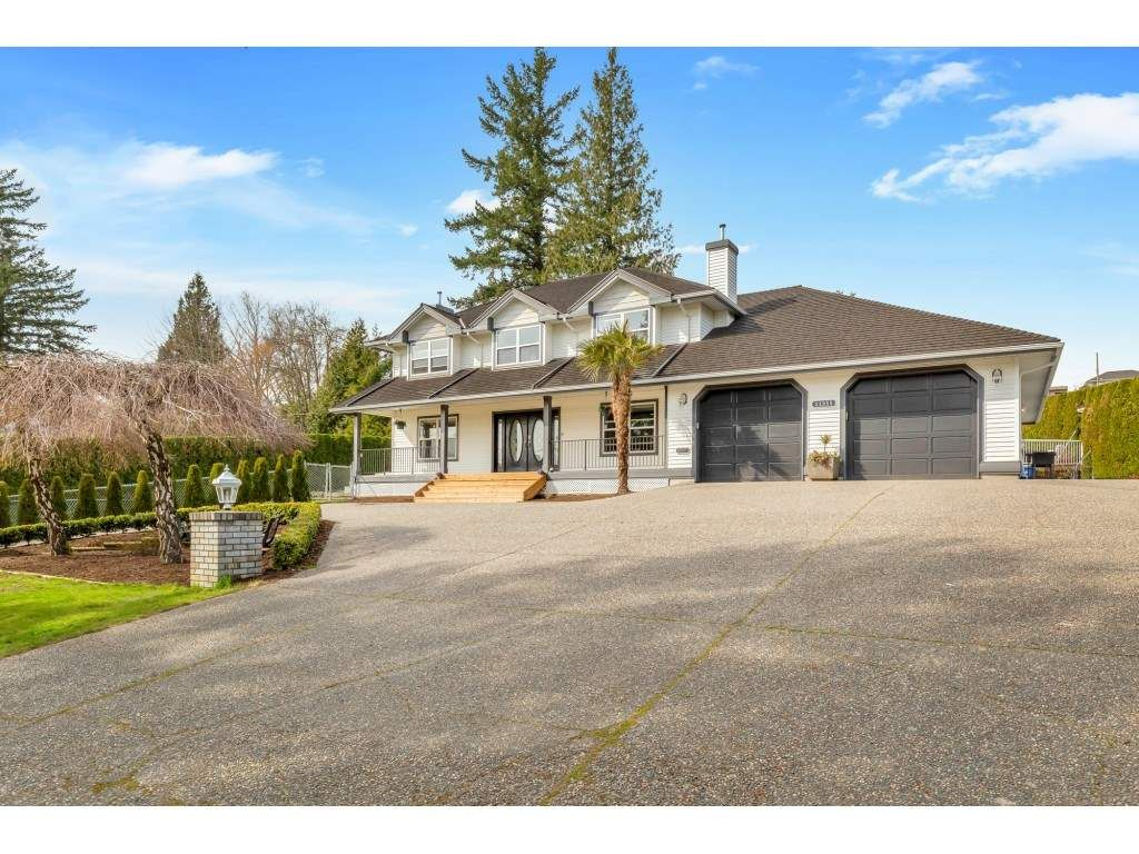 Main Photo: 34955 SKYLINE Drive in Abbotsford: Abbotsford East House for sale : MLS®# R2561615