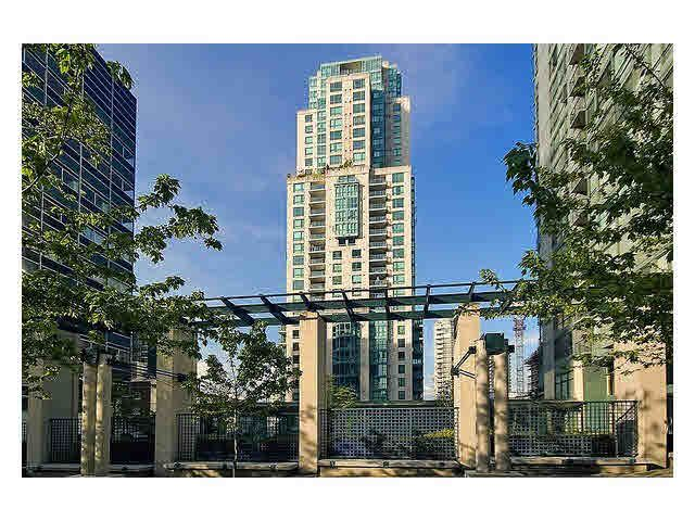 """Main Photo: 2105 1238 MELVILLE Street in Vancouver: Coal Harbour Condo for sale in """"Point Claire"""" (Vancouver West)  : MLS®# V1132813"""