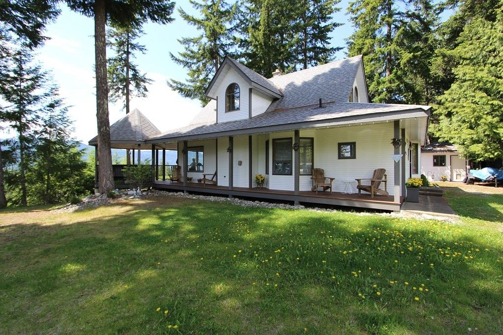 Main Photo: 6095 Squilax Anglemomt Road in Magna Bay: North Shuswap House for sale (Shuswap)