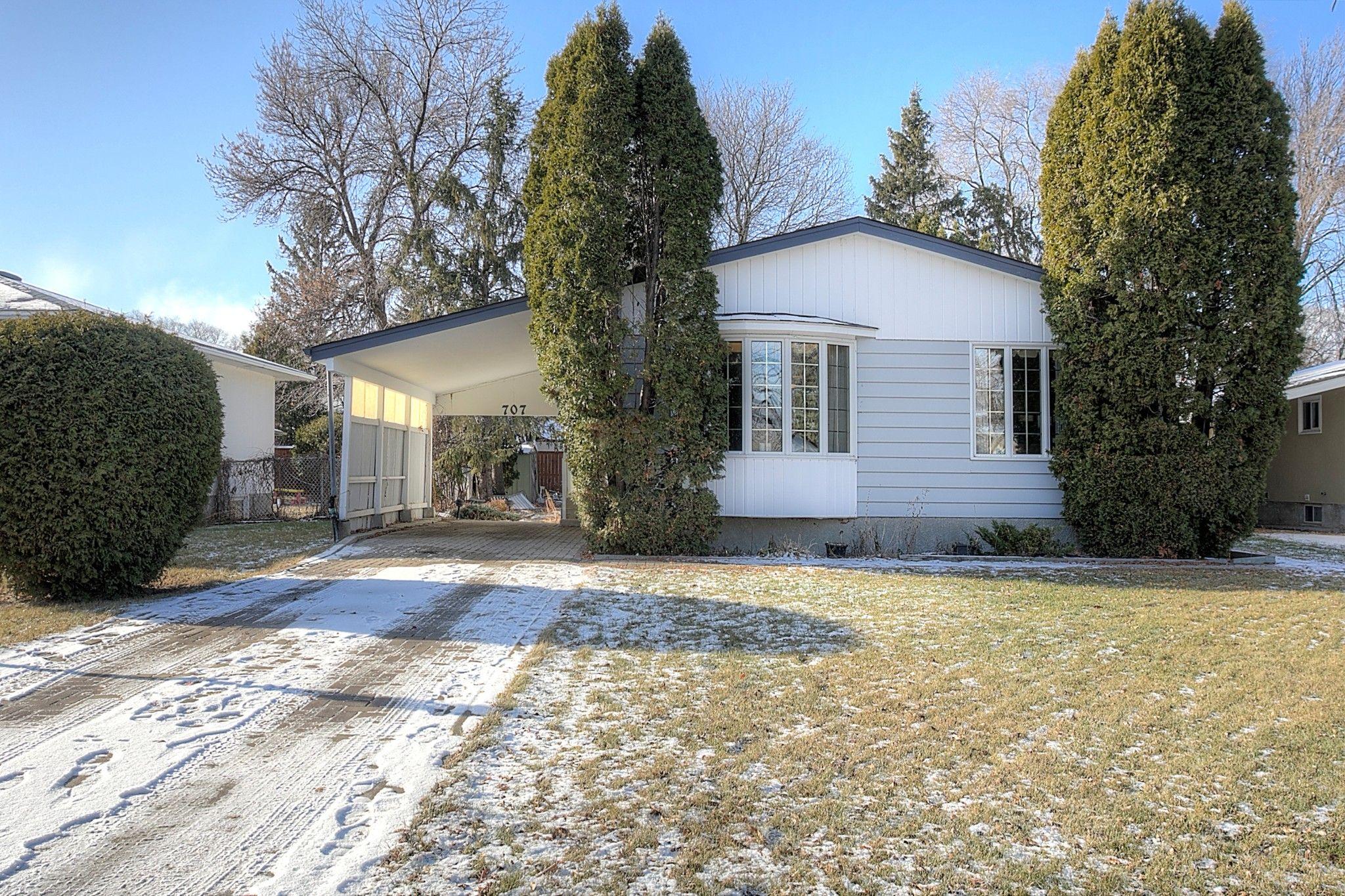 Main Photo: 707 Grierson Avenue in Winnipeg: Fort Richmond Single Family Detached for sale (1K)  : MLS®# 202028093