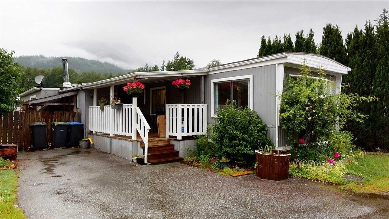 "Main Photo: 10 40157 GOVERNMENT Road in Squamish: Garibaldi Estates Manufactured Home for sale in ""Spiral Trailer Park"" : MLS®# R2593322"