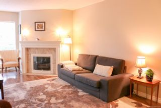 Photo 3: 204 1201 Hillside Ave in : Vi Hillside Condo for sale (Victoria)  : MLS®# 861720