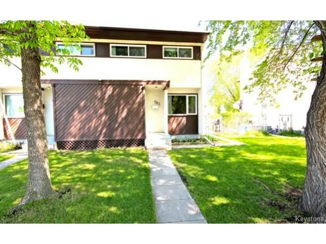 Main Photo: 785 Elizabeth Road: Single Family Attached  : MLS®# 1412533