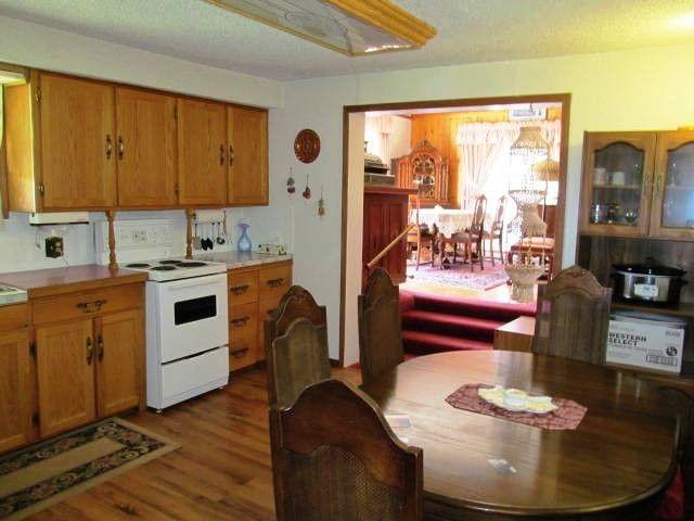 Photo 3: Photos: 12274 OAK Avenue in Fort St. John: Fort St. John - Rural W 100th House for sale (Fort St. John (Zone 60))  : MLS®# N232380