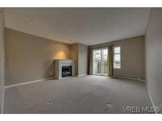 Photo 3: 103 908 Brock Ave in VICTORIA: La Langford Proper Row/Townhouse for sale (Langford)  : MLS®# 529060
