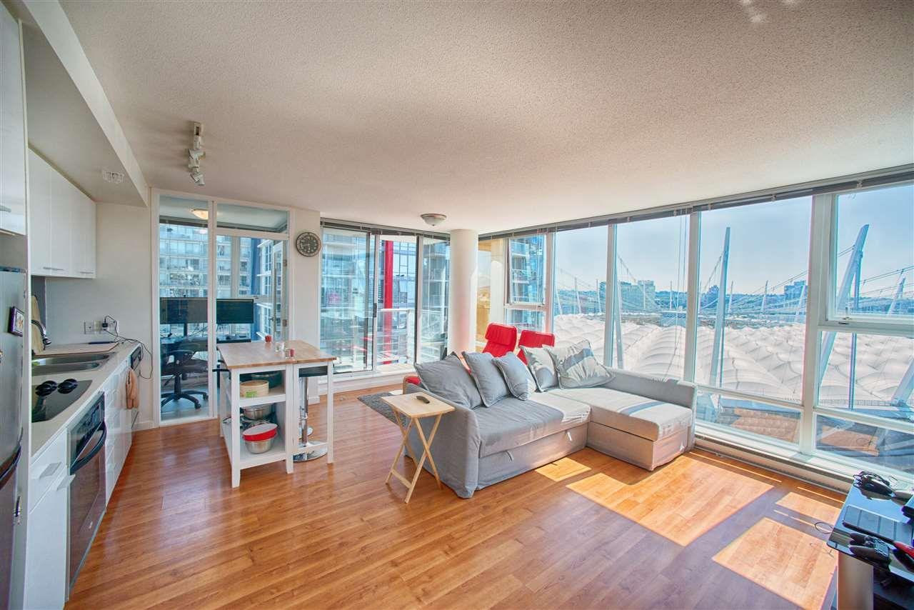 """Main Photo: 2510 668 CITADEL PARADE in Vancouver: Downtown VW Condo for sale in """"SPECTRUM 2"""" (Vancouver West)  : MLS®# R2191828"""