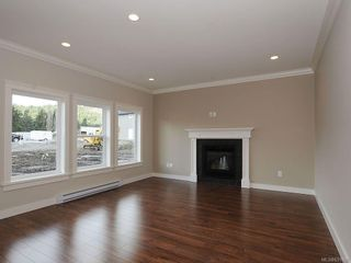 Photo 2: 3338 Hazelwood Rd in Langford: La Happy Valley House for sale : MLS®# 631000