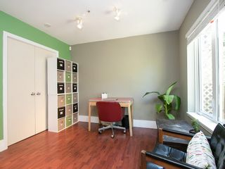 Photo 8: 130 LAKEWOOD DRIVE in Vancouver East: Hastings Home for sale ()  : MLS®# R2067409