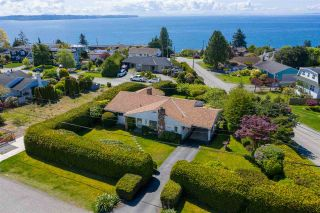 """Photo 2: 14418 BLACKBURN Crescent: White Rock House for sale in """"West Side White Rock"""" (South Surrey White Rock)  : MLS®# R2576581"""