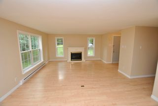 Photo 10: 24 Lakeview Circle Extension in Conquerall Mills: 405-Lunenburg County Residential for sale (South Shore)  : MLS®# 202118935