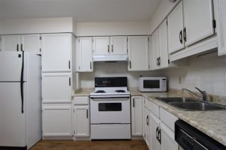 """Photo 3: 201 32040 TIMS Avenue in Abbotsford: Abbotsford West Condo for sale in """"Maplewood Manor"""" : MLS®# R2364559"""