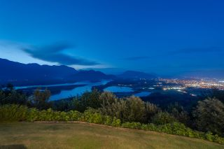 """Photo 18: 8492 HUCKLEBERRY Place in Chilliwack: Chilliwack Mountain House for sale in """"CHILLIWACK MOUNTAIN"""" : MLS®# R2476949"""