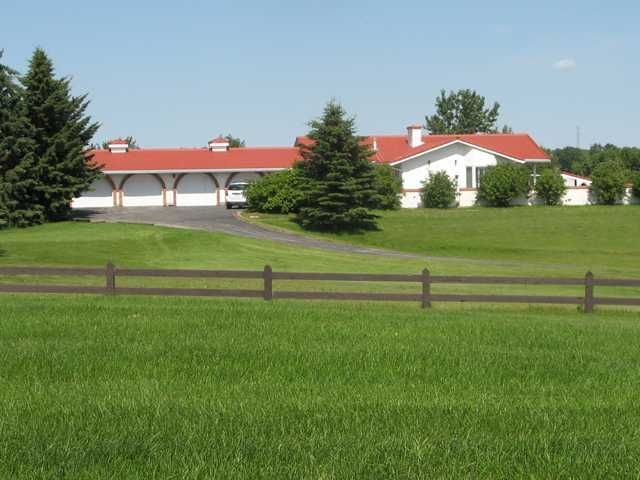 Main Photo: 4 Hamilton Close in CALGARY: Rural Rocky View MD Residential Detached Single Family for sale : MLS®# C3577044