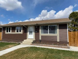 Photo 2: 4526 56 Avenue: Wetaskiwin House for sale : MLS®# E4240291