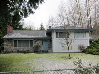 Photo 1: 681 EVERGREEN Place in North Vancouver: Home for sale : MLS®# V873478