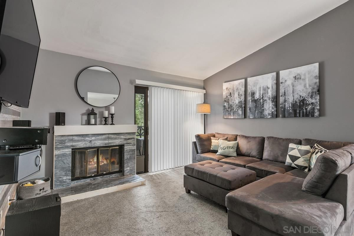 Main Photo: Condo for sale : 2 bedrooms : 2019 Lakeridge Cir #304 in Chula Vista