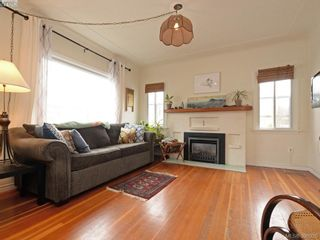 Photo 2: 1310 Burleith Cres in VICTORIA: VW Victoria West Half Duplex for sale (Victoria West)  : MLS®# 785747