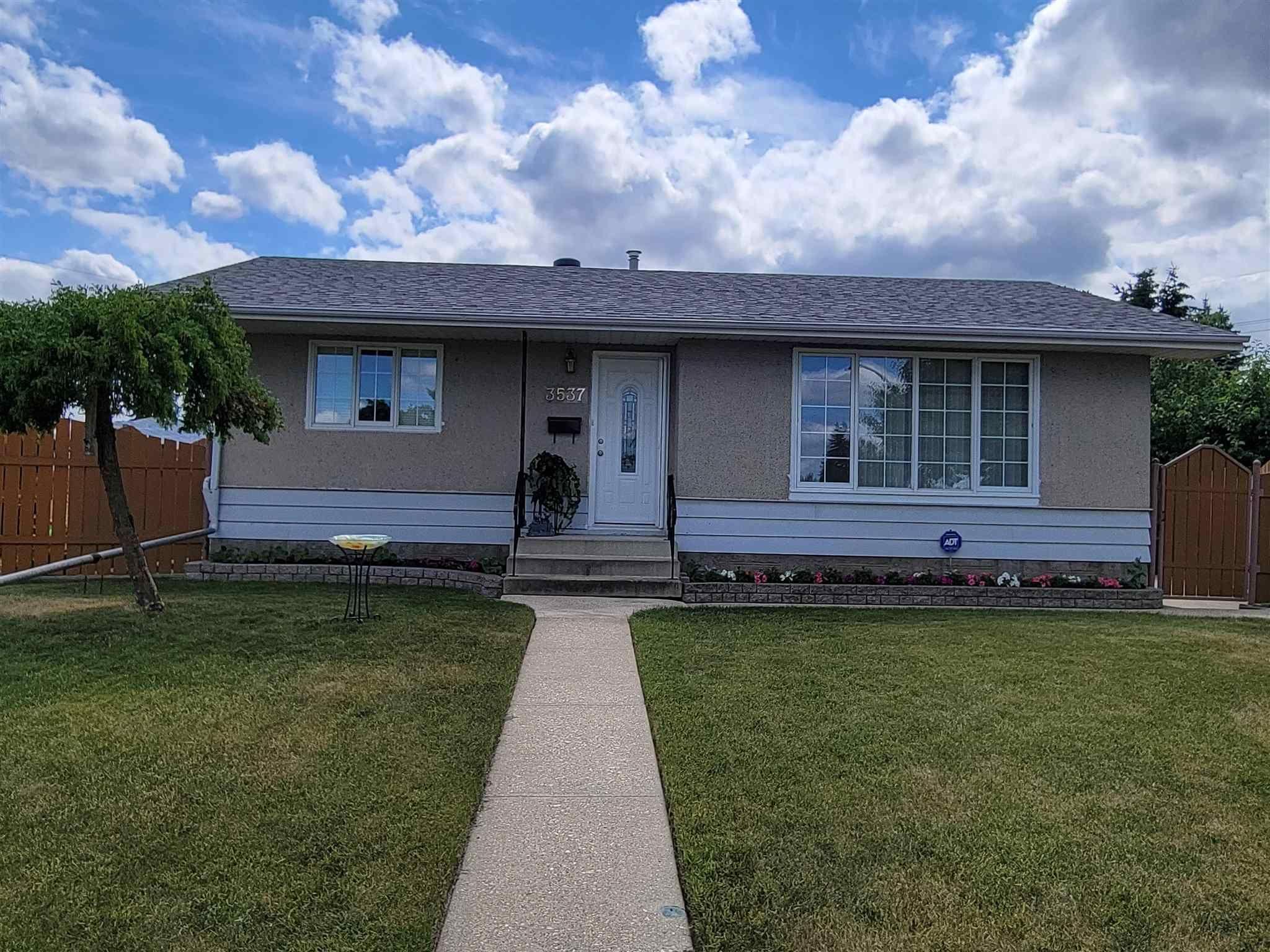 Main Photo: 3537 121A Avenue in Edmonton: Zone 23 House for sale : MLS®# E4253424