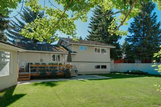 Photo 2: 5407 LADBROOKE Drive SW in Calgary: Lakeview Detached for sale : MLS®# A1009726