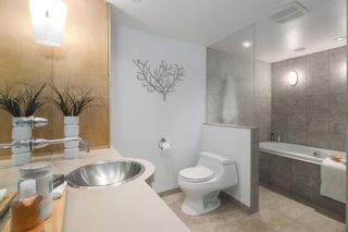 """Photo 14: 2411 W 1ST Avenue in Vancouver: Kitsilano Townhouse for sale in """"BAYSIDE MANOR"""" (Vancouver West)  : MLS®# R2408792"""