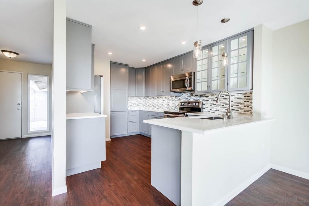Main Photo: MISSION VALLEY Townhouse for sale : 3 bedrooms : 6211 Caminito Andreta in San Diego