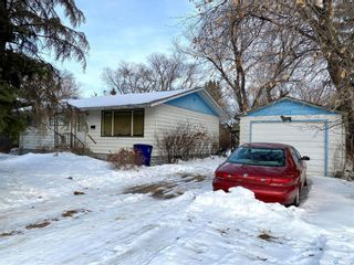 Photo 1: 207 Cross Street South in Outlook: Residential for sale : MLS®# SK830797
