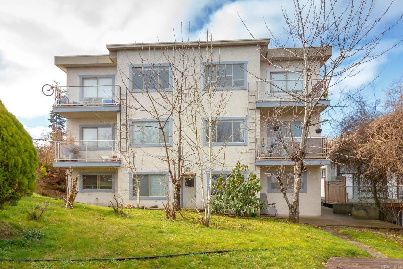 FEATURED LISTING: 34 Robarts St