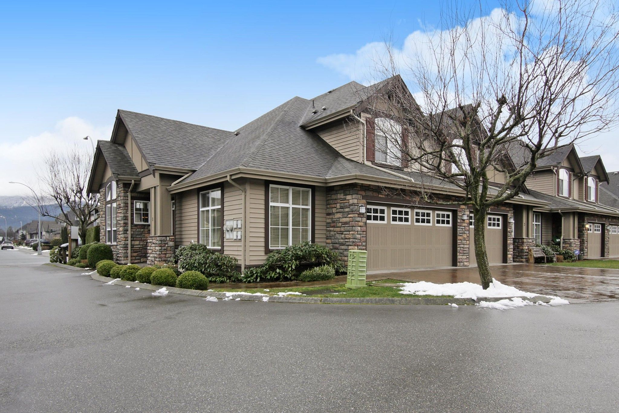 "Main Photo: 1 6577 SOUTHDOWNE Place in Sardis: Sardis East Vedder Rd Townhouse for sale in ""Harvest Square"" : MLS®# R2540144"