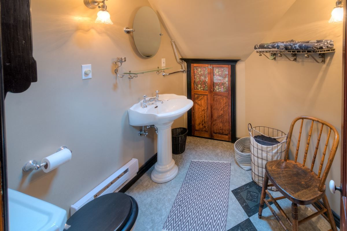 """Photo 37: Photos: 214 FOURTH Avenue in New Westminster: Queens Park House for sale in """"QUEENS PARK"""" : MLS®# R2136258"""