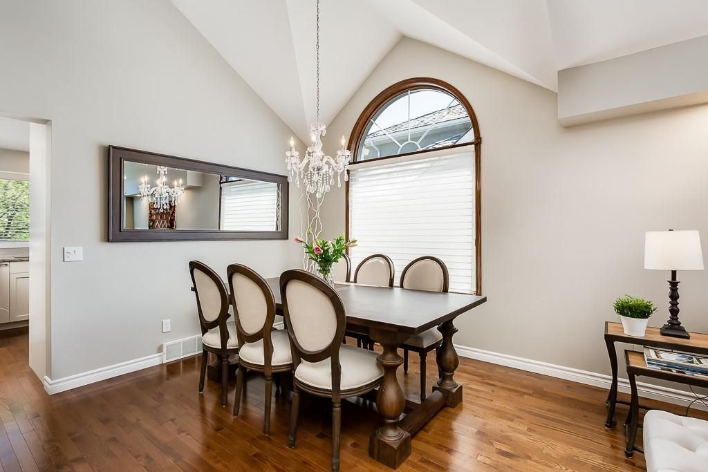 Photo 7: Photos: 115 SIERRA MORENA Circle SW in Calgary: Signal Hill Detached for sale : MLS®# C4299539