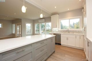 Photo 19: 1037 Sandalwood Crt in VICTORIA: La Luxton House for sale (Langford)  : MLS®# 827604
