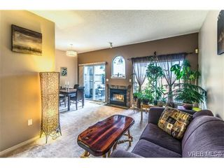 Photo 2: 5 540 Nelson St in VICTORIA: Es Esquimalt Row/Townhouse for sale (Esquimalt)  : MLS®# 705879