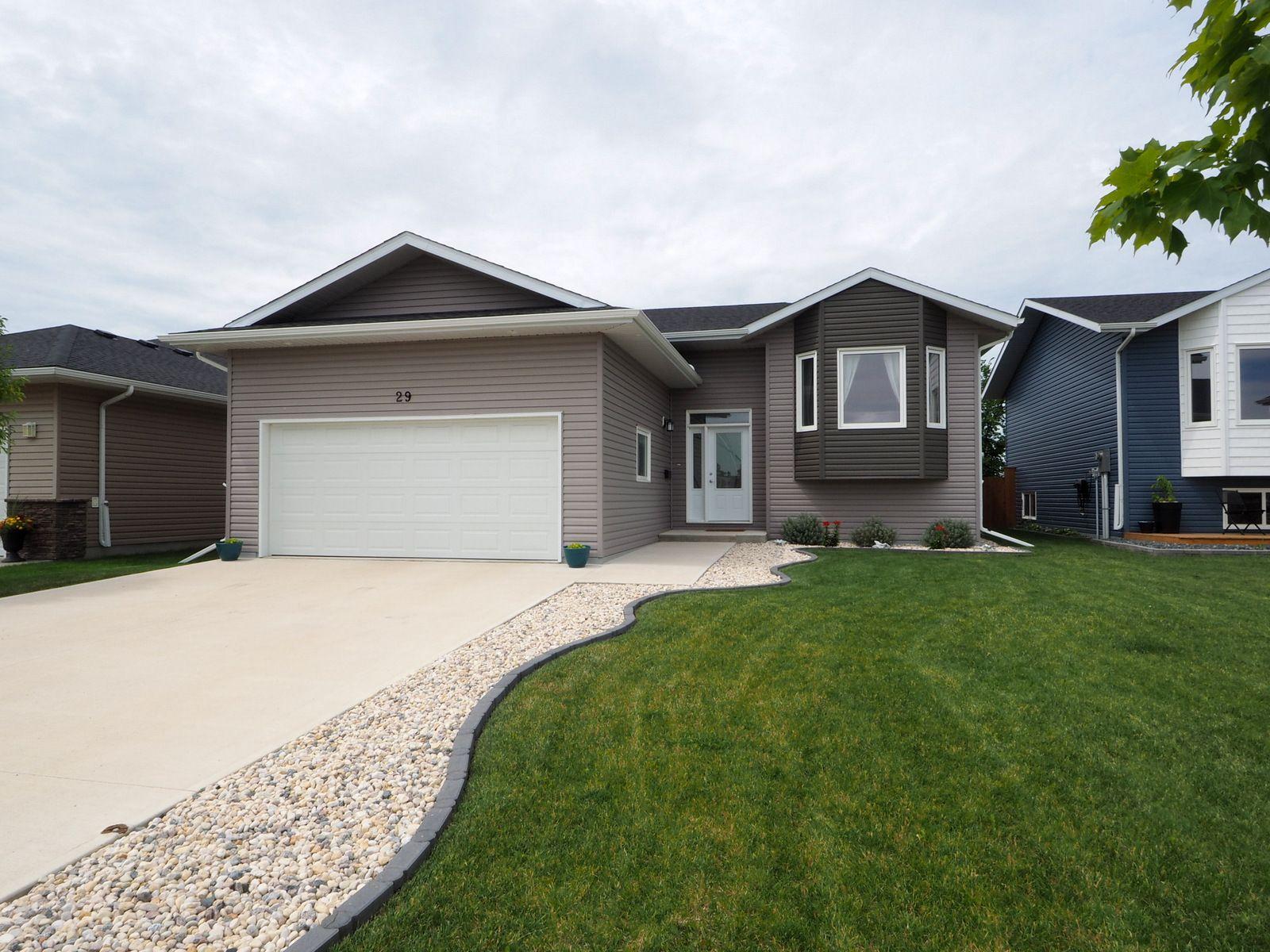 Main Photo: 29 Kelly K Street in Portage la Prairie: House for sale : MLS®# 202017280