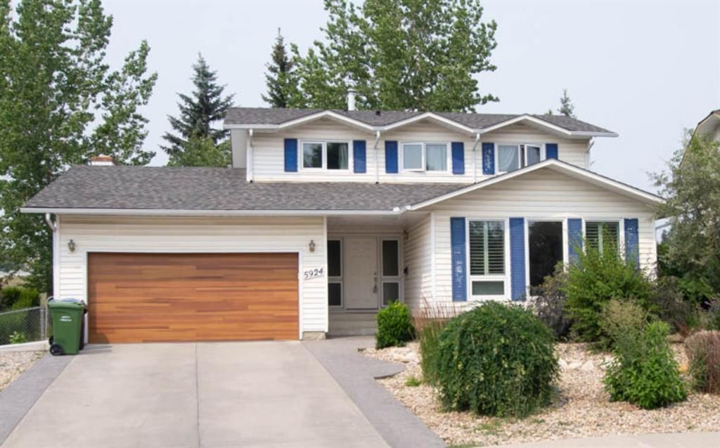 Main Photo: 5924 Dalcastle Crescent NW in Calgary: Dalhousie Detached for sale : MLS®# A1139566