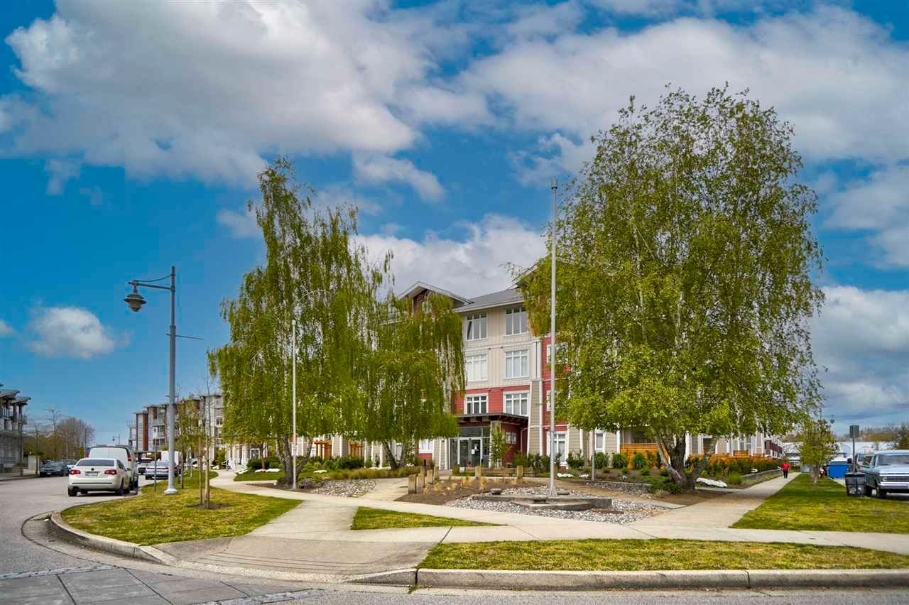 """Main Photo: 108 4233 BAYVIEW Street in Richmond: Steveston South Condo for sale in """"THE VILLAGE AT IMPERIAL LANDING"""" : MLS®# R2574832"""