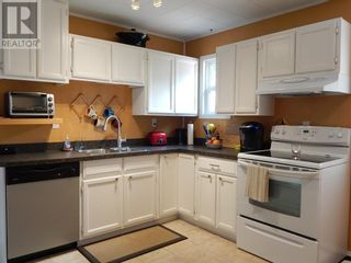Photo 10: 10307 102 Avenue in High Level: House for sale : MLS®# A1154653