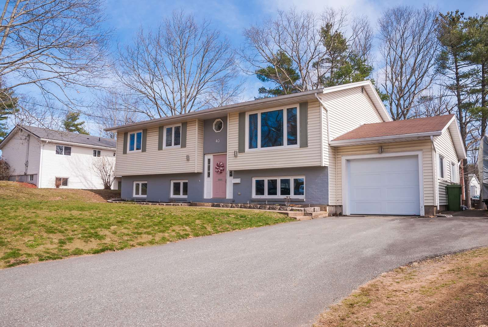 Main Photo: 40 MacNeil Drive in Bridgewater: 405-Lunenburg County Residential for sale (South Shore)  : MLS®# 202108434