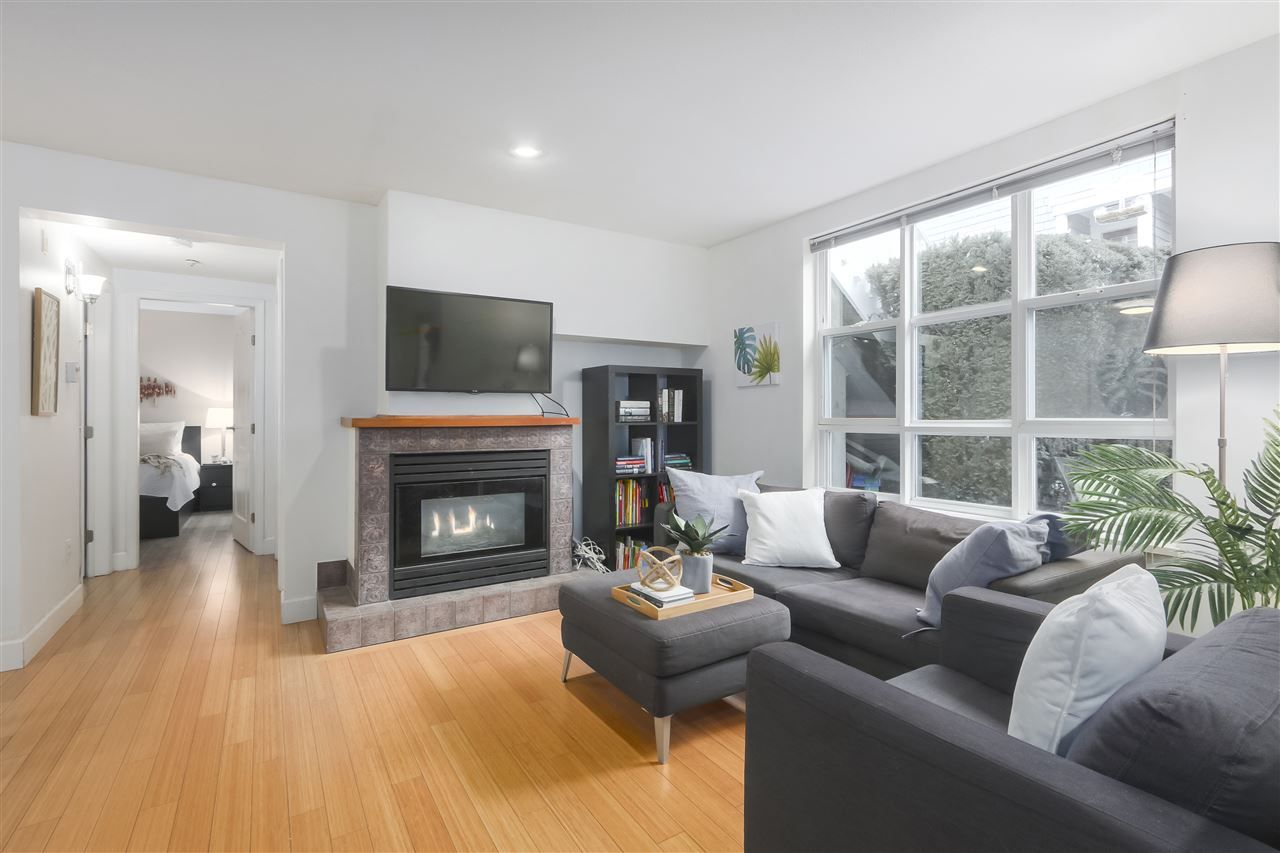 """Photo 16: Photos: 103 657 W 7TH Avenue in Vancouver: Fairview VW Townhouse for sale in """"THE IVYS"""" (Vancouver West)  : MLS®# R2348649"""