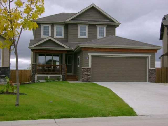 Main Photo: 246 Tallgrass Crescent in WINNIPEG: Windsor Park / Southdale / Island Lakes Residential for sale (South East Winnipeg)  : MLS®# 1018049
